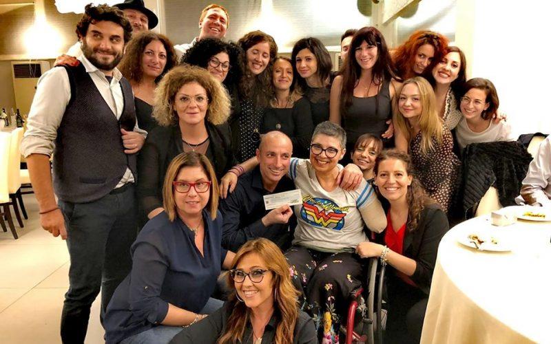 Sold out alla cena della onlus I Pagliacci per sostenere mamma Valeria, vittima di un incidente. Consegnati 4mila e 200 euro