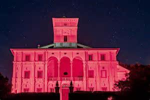 Prevenzione tumori al seno: Villa Graziani colorata di rosa