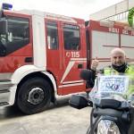 #ilvolontariatononsiferma: Gli angeli in moto dei vigili del fuoco consegnano farmaci per conto di Aism