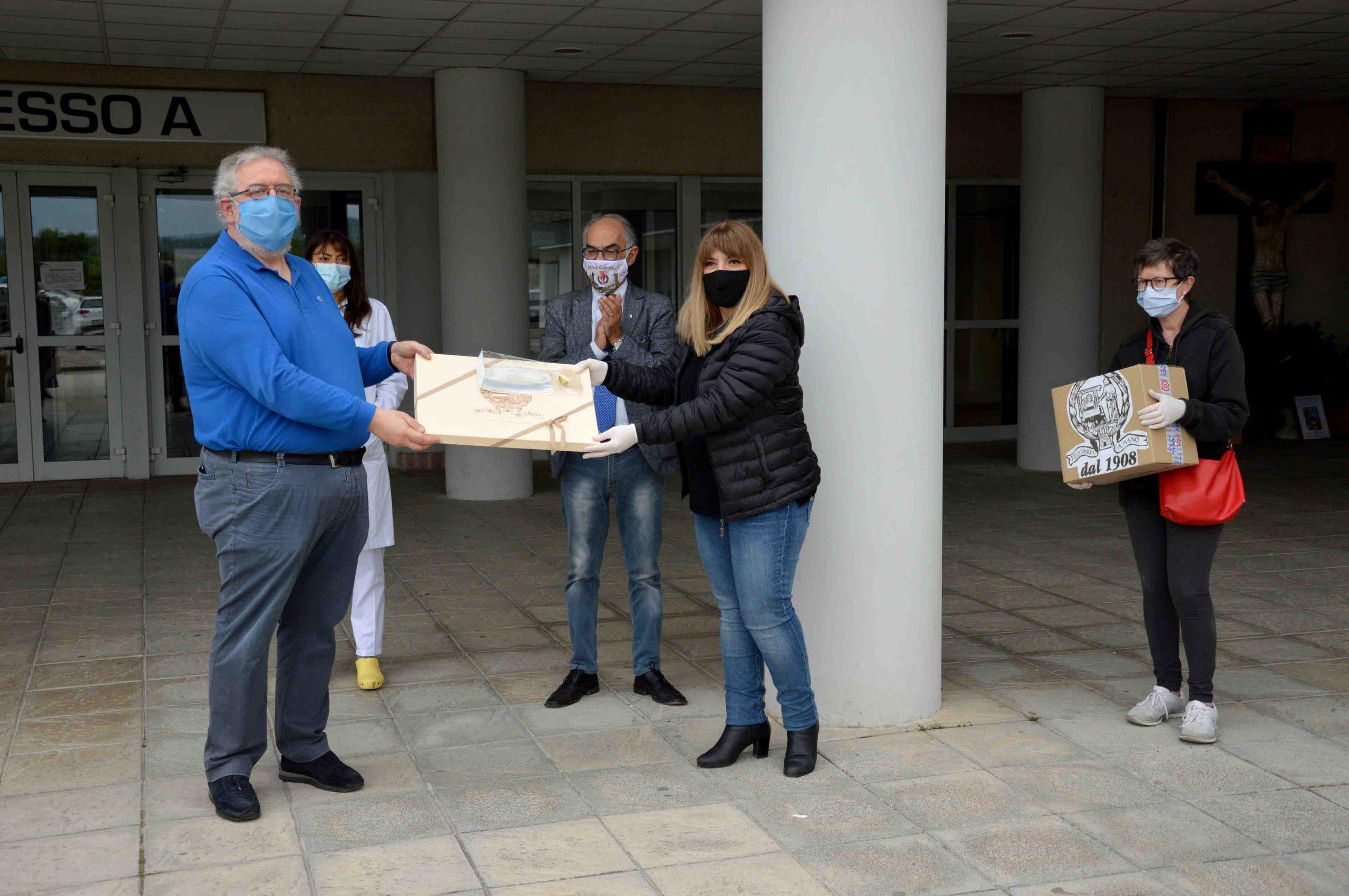 TELA UMBRA DONA MASCHERINE CAPOLAVORO ALL'OSPEDALE TIFERNATE