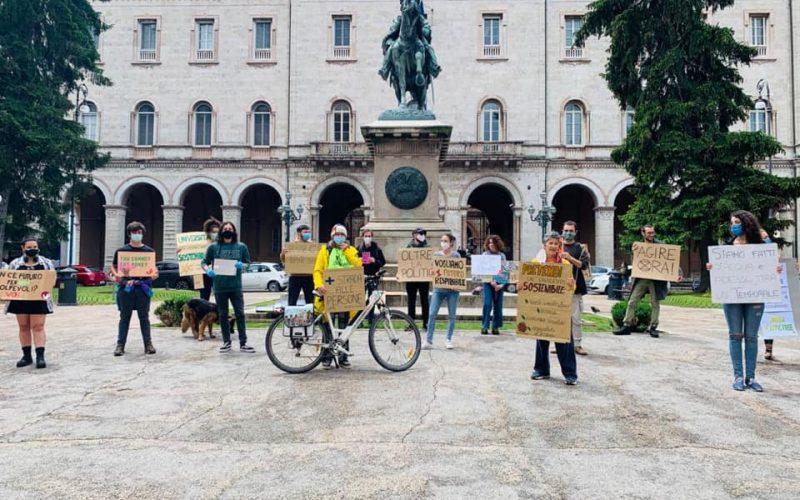 """""""Fridays for Future"""", ANCHE A PERUGIA MANIFESTAZIONI PRO AMBIENTE: """"BOCCIATA LA DICHIARAZIONE DI EMERGENZA CLIMATICA"""""""