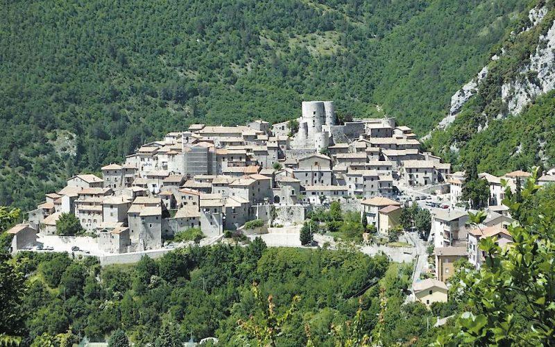 """FESTA """"VOLER BENE ALL'ITALIA"""" IN PERIODO COVID-19: VALORIZZAZIONE DEI PICCOLI COMUNI UMBRI"""
