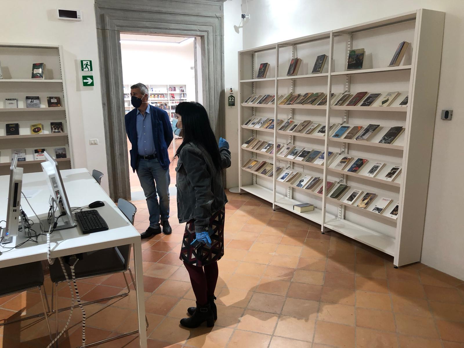 RIAPRE LA BIBLIOTECA CARDUCCI, IERI SOPRALLUOGO DELL'ASSESSORE ALLA CULTURA TOFANELLI