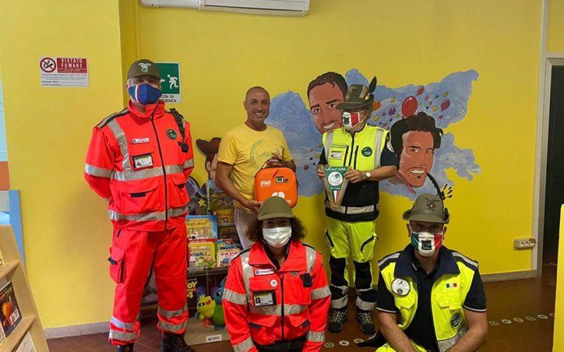 I Pagliacci donano un defibrillatore al Gruppo alpini valle umbria di Terni