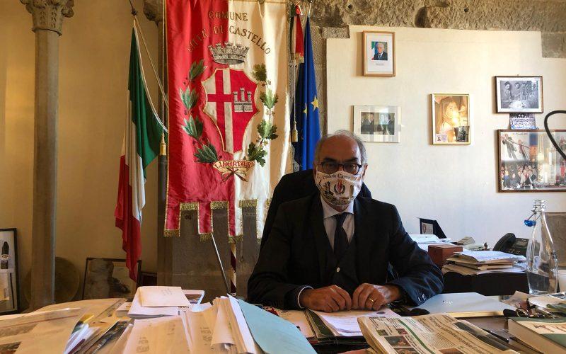 """CITTÀ DI CASTELLO, I POSITIVI AL COVID SCENDONO SOTTO QUOTA 300 – IL SINDACO: """"È NECESSARIO RAFFORZARE LA MEDICINA DEL TERRITORIO MA ANCHE POTENZIARE GLI ORGANICI DEL PERSONALE SANITARIO"""""""