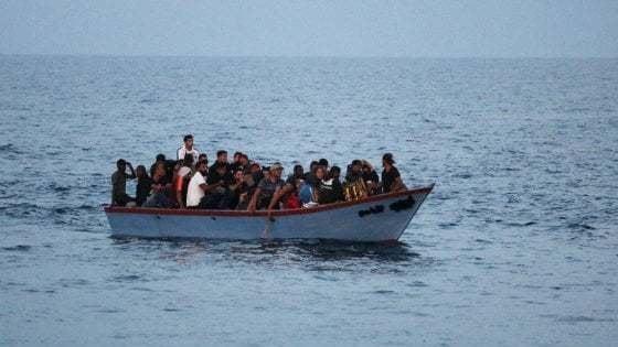 Migranti, sbarchi e naufragi nel Mediterraneo: drammatica situazione a fine ottobre 2020 a Lampedusa, con un aumento notevole degli arrivi