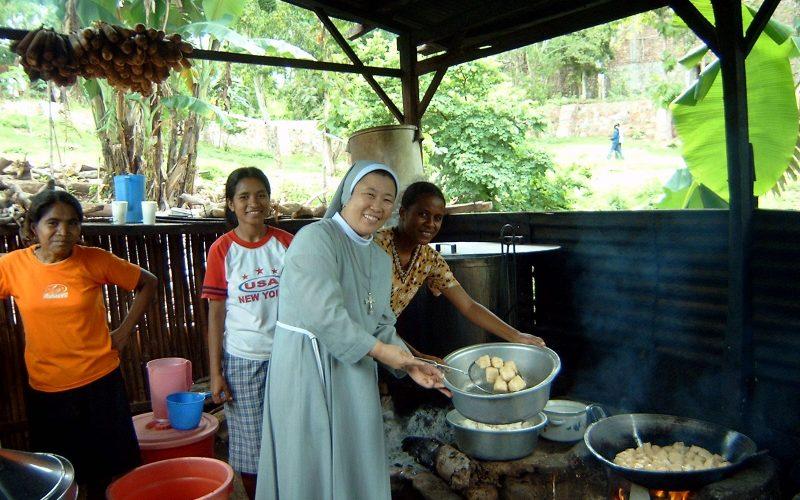 """Suore Francescane Missionarie, un concreto aiuto alle popolazioni mondiali più bisognose. Onlus """"Assisi solidale con i bambini del Mondo"""" attiva da decenni, anche grazie al 5 per mille"""