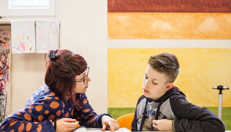 Iniziativa di volontariato a Natale 2020, Oxfam cerca giovani volontari a Foligno e non solo. Aiuto contro povertà, crisi umanitarie. Per i volontari l'autocertificazione Covid
