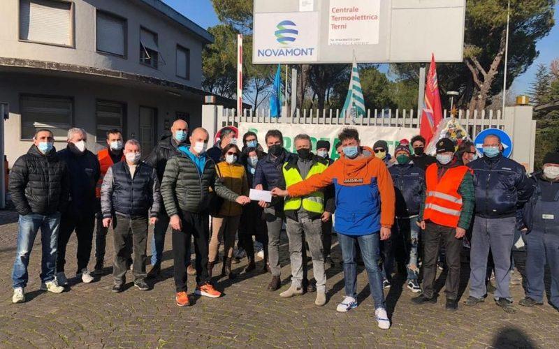 Licenziati dall'azienda donano 900 euro per i malati covid e i bimbi della pediatria: Il grande cuore dei lavoratori della Treofan