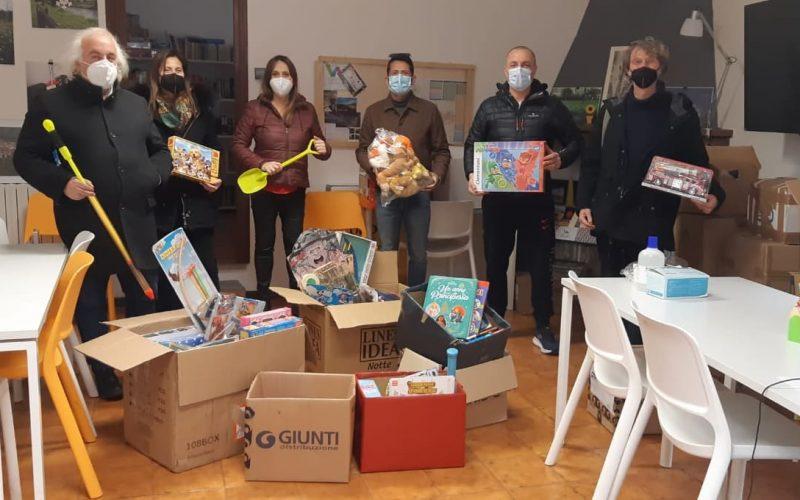 Giochi, libri e mascherine per i bimbi della Valnerina: La donazione de I Pagliacci