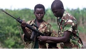 """""""Red Hand Day"""" , Giornata mondiale contro bambini soldato. Ancora 250.000, secondo l'Onu, i minori sfruttati in guerre e combattimenti"""
