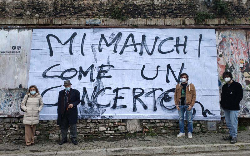 """Street art dedicata ai lavoratori dello spettacolo, in periodo Covid. Arrivata in tutta Umbria l'opera """"Mi manchi come un concerto"""""""