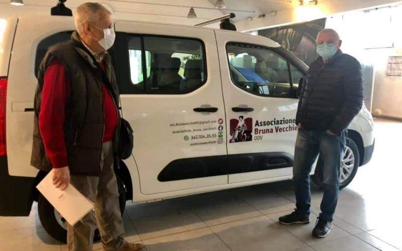 """""""Tu chiami, noi arriviamo"""": L'associazione Bruna Vecchietti porta a casa spesa e farmaci"""